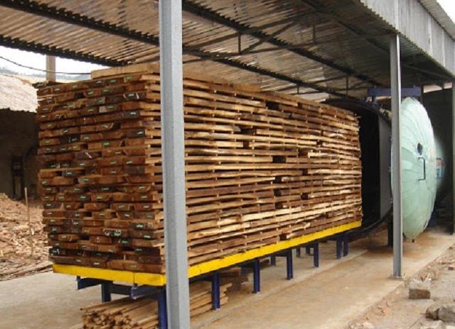 Nếu không cần một lượng gỗ lớn một lúc thì bạn có thể sử dụng cách sấy gỗ thủ công