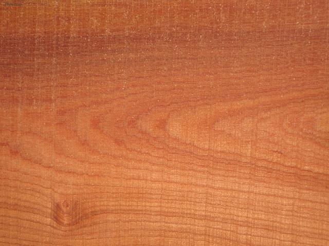 Bề mặt gỗ xoan đào.