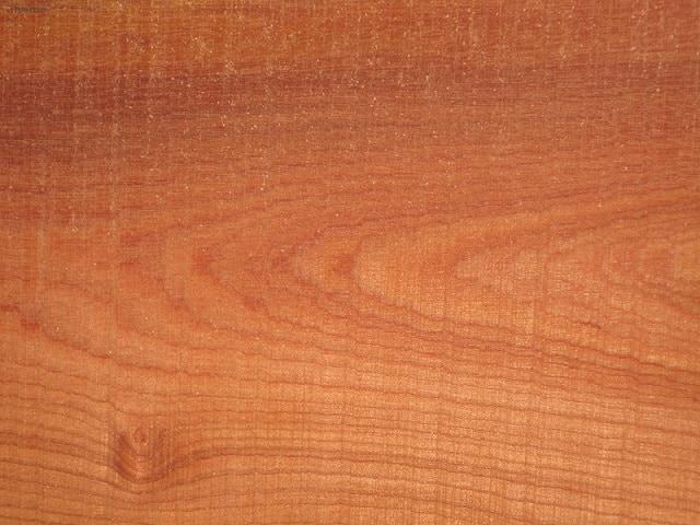 Bề mặt của gỗ xoan đào